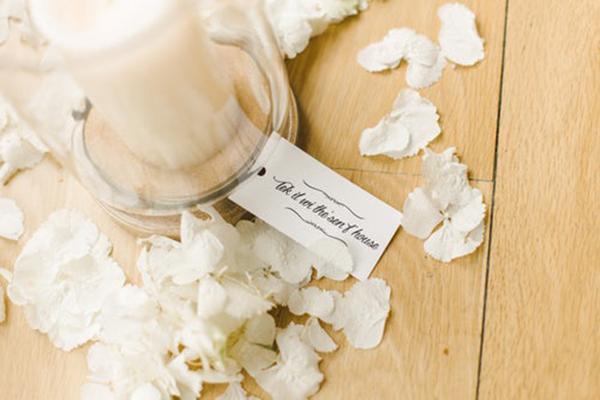 白い花とキャンドル.jpg